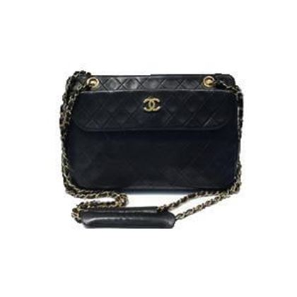 chanel-shopper-in-black-leather-with-gold-hardware