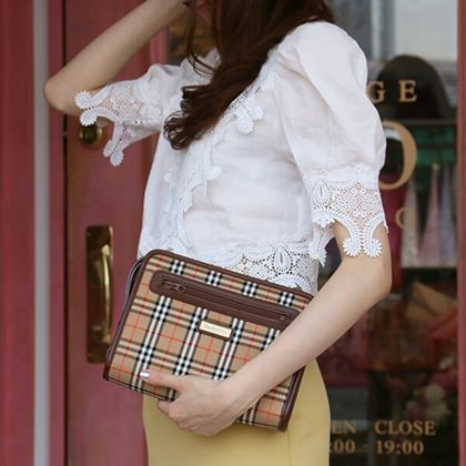 burberry-nova-check-pattern-logo-plate-clutch-bag-beigebrown