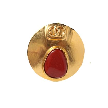 chanel-round-cc-mark-oval-stone-brooch-red-2