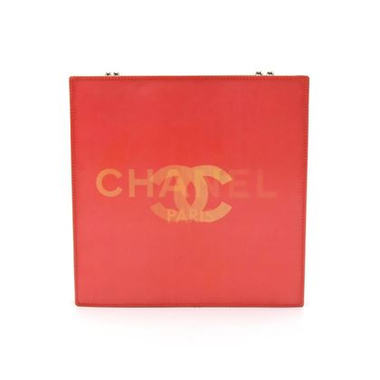 chanel-holographic-red-vinyl-chain-shoulder-bag