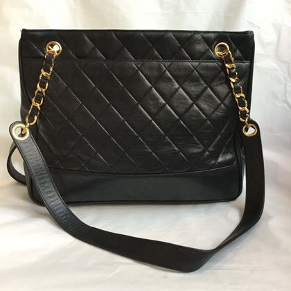 chanel-shopper-black