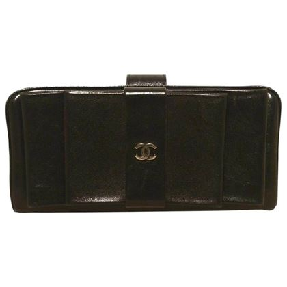 chanel-black-leather-bow-wallet-clutch