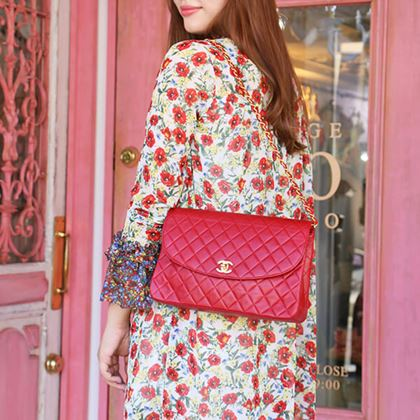 chanel-round-flap-turn-lock-chain-bag-red