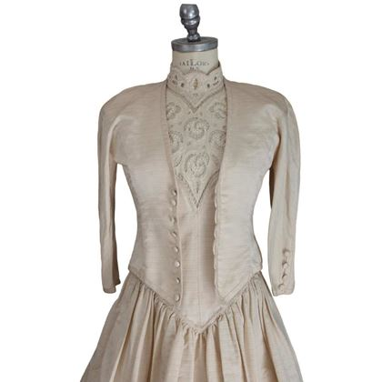 artisanal-wedding-dress-silk-lace-vintage-beige