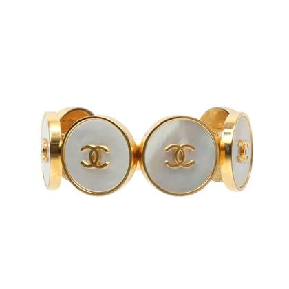 chanel-6-cc-mark-shell-bangle-white