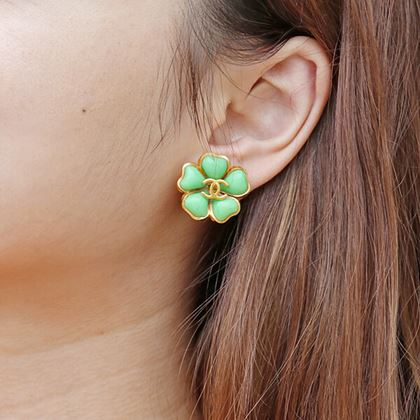 chanel-flower-motif-stone-cc-mark-earrings-emerald-green