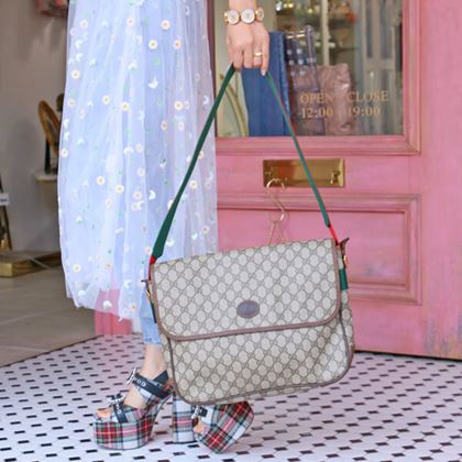 gucci-gg-pattern-logo-embossed-shoulder-bag-with-pouch-beige