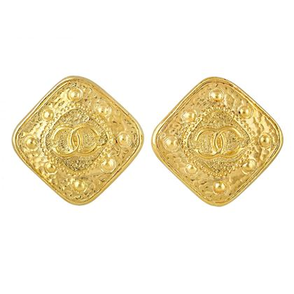 chanel-cc-logo-earrings