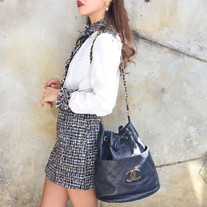 chanel-bicolore-stitch-cc-mark-plate-drawstring-shoulder-bag-with-pouch-navy