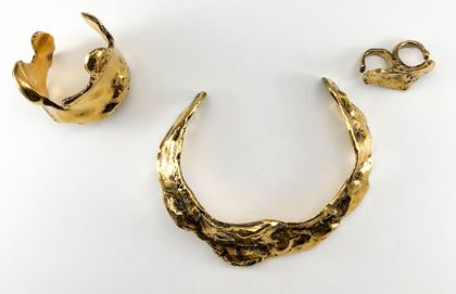 alexander-mcqueen-aged-molten-gold-tone-choker-bracelet-and-double-ring-set-2009