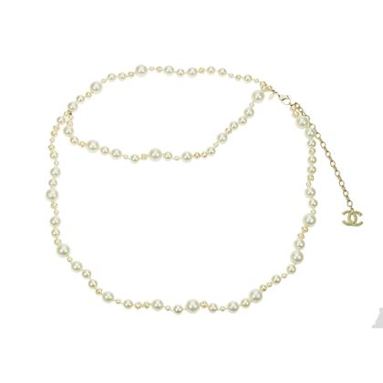 chanel-10a-faux-pearl-cc-logo-belt-necklace