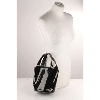 patent-leather-bucket-bag