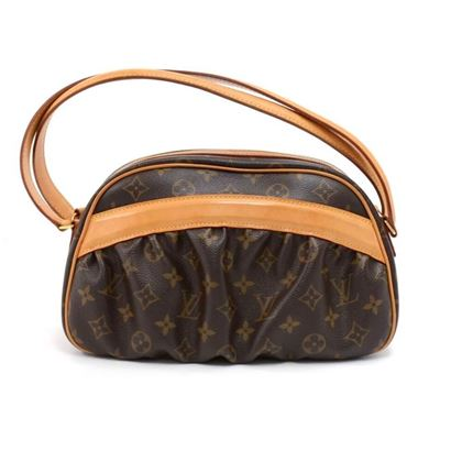 louis-vuitton-clara-monogram-canvas-handbag