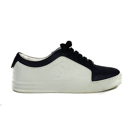 chanel-cc-logo-sneakers-lowtop-white-navy-blue-shoes-365-us-65-pre-owned-used