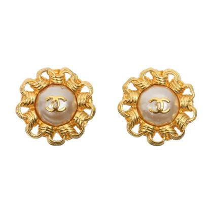 chanel-edge-design-round-pearl-cc-mark-earrings