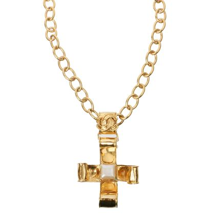 chanel-cross-motif-cc-mark-square-pearl-necklace