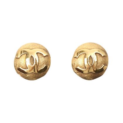 chanel-round-cc-mark-earrings-10