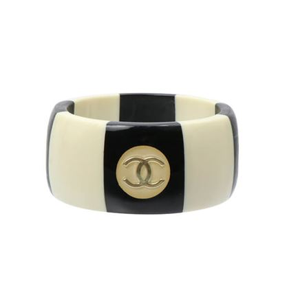 chanel-bicolor-cc-mark-bangle-blackwhite
