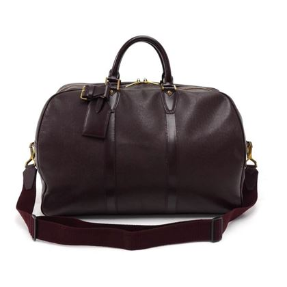 louis-vuitton-kendall-pm-burgundy-taiga-leather-travel-bag-strap