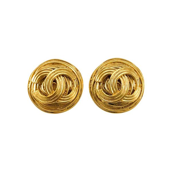 chanel-gold-plated-straw-round-logo-earrings-1994