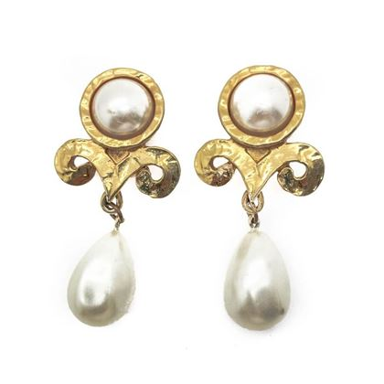 french-vintage-pearl-gold-plated-swirl-earrings-1980s