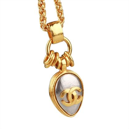 rare-chanel-long-pendant-necklace