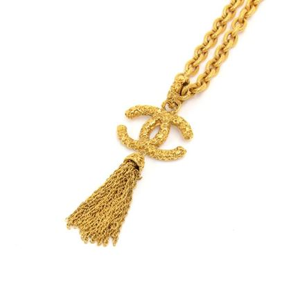 vintage-chanel-gold-tone-textured-etruscan-style-large-cc-logo-tassel-chain-necklace