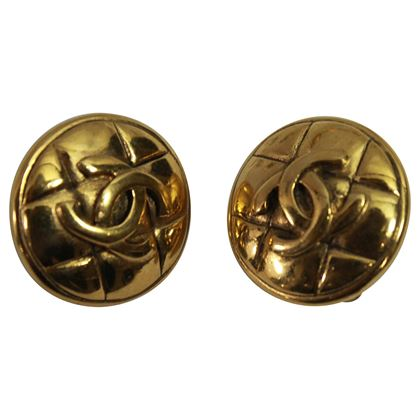 90s-chanel-vintage-double-c-earrings-in-gold-plated-metal-2