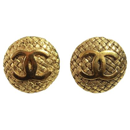 90s-chanel-vintage-double-c-earrings-in-gold-plated-metal-3