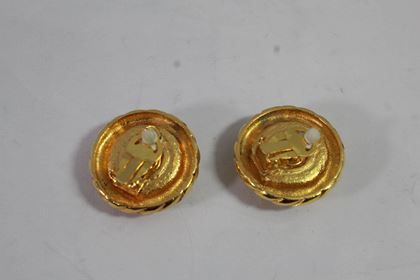 80s-chanel-vintage-earrings-in-gold-plated-metal