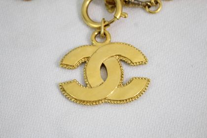chanel-vintage-golden-metal-double-c-necklace-5