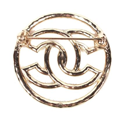 chanel-2017-cc-brooch-pin-gold-circle-pre-owned-used