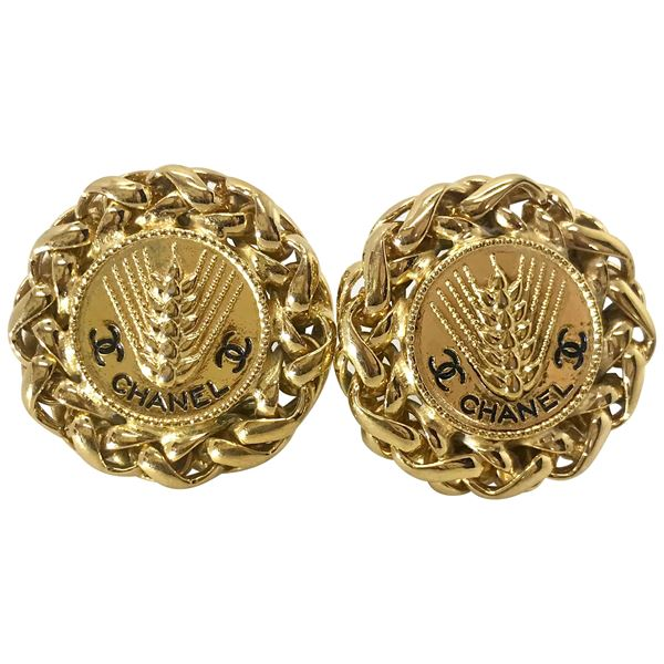 chanel-1980s-gold-plated-clip-on-earrings