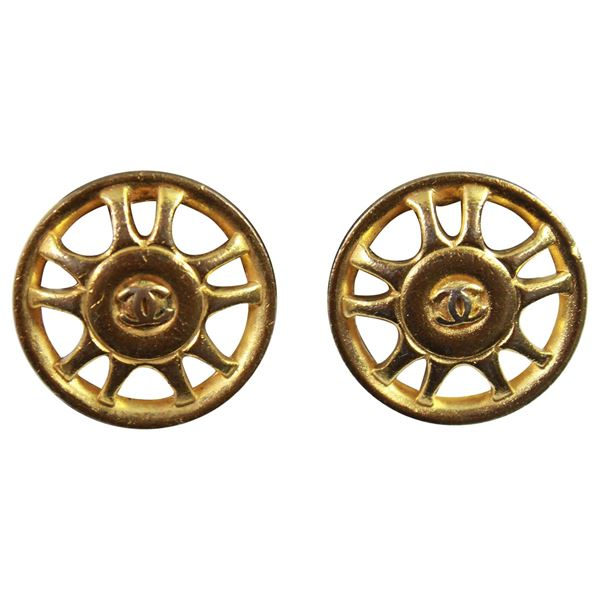 90s-chanel-vintage-earrings-in-gold-plated-metal