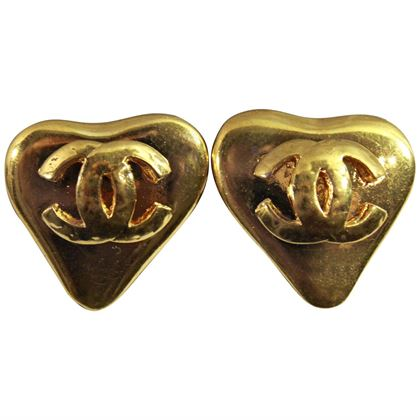 90s-chanel-vintage-heart-earrings-in-gold-plated-metal