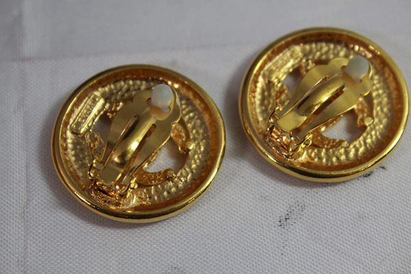 90s-chanel-vintage-logo-earrings-in-gold-plated-metal