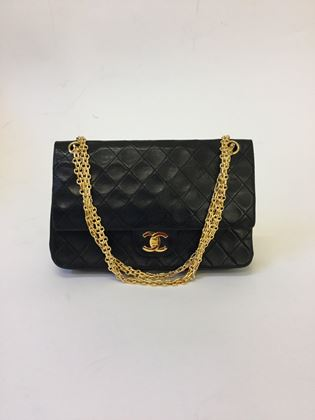 chanel-flapbag-255-with-gold-hardware