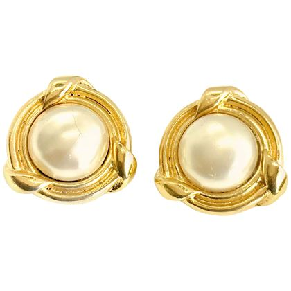 chanel-1980s-1984-vintage-faux-pearl-clip-on-earrings