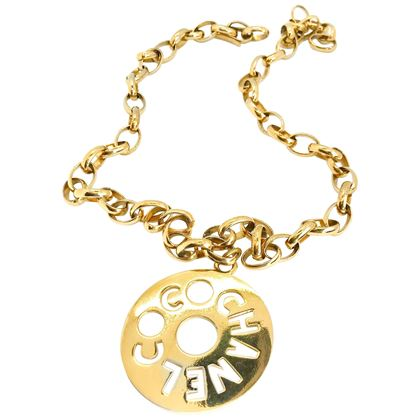 chanel-1980s-vintage-gold-plated-pendant-necklace-belt