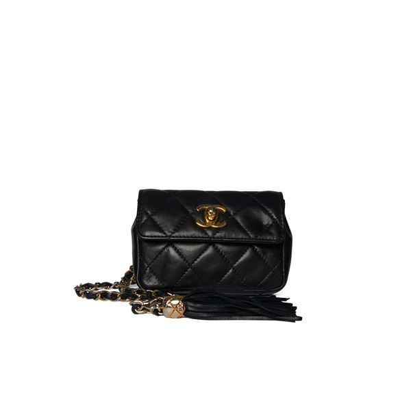 chanel-black-quilted-waist-bag