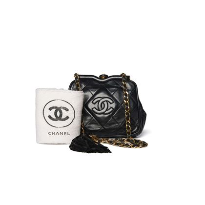 chanel-black-quilted-cc-waist-bag