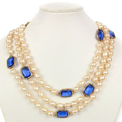 chanel-chicklet-pearl-gripoix-necklace-rare-1981-vintage-blue-glass-gold-charms-pre-owned