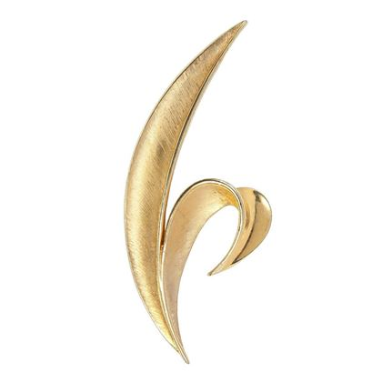 1960s-vintage-trifari-gold-leaf-brooch