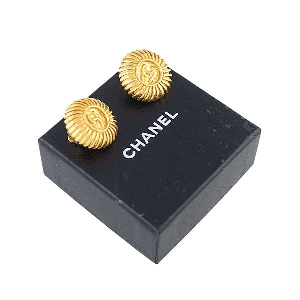 chanel-cc-earrings