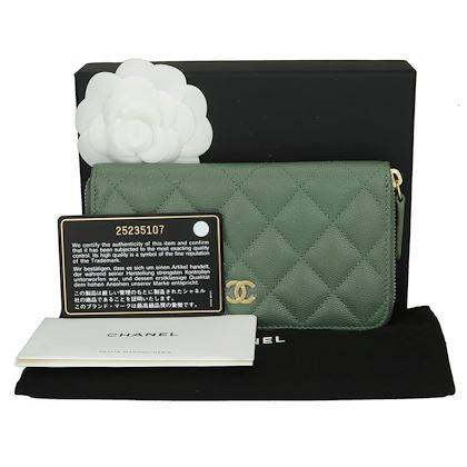 chanel-classic-zipped-wallet-medium-green-caviar-iridescent-brushed-gold-hardware-2018