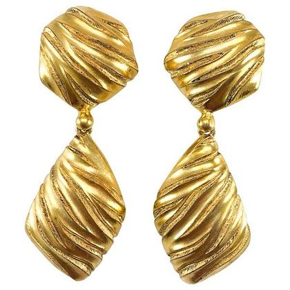 yves-saint-laurent-gold-plated-ribbed-dangling-earrings-1980s