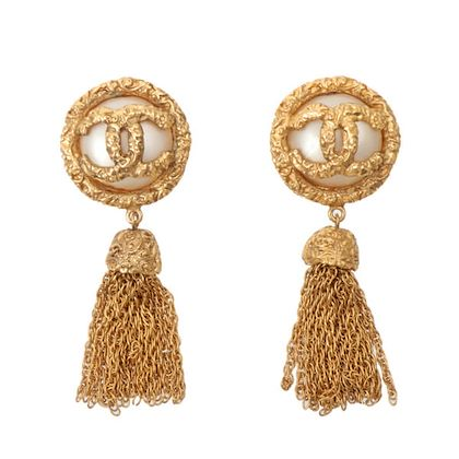 chanel-pearl-round-cc-mark-fringe-earrings