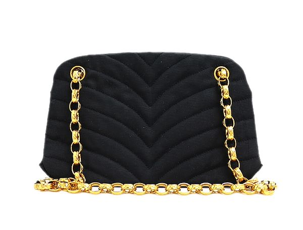 f321e3c06235 chanel-chevron-stitch-chain-shoulder-bag