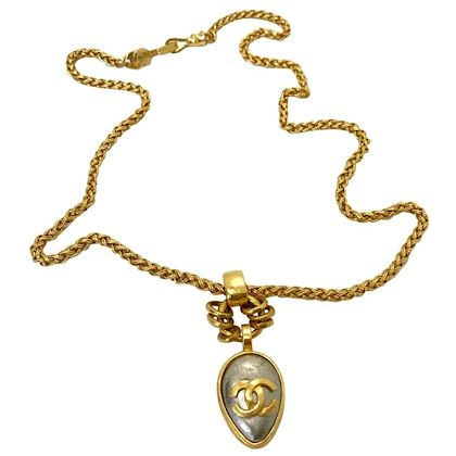 chanel-1990s-gold-plated-pendant-necklace