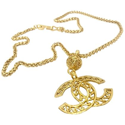 chanel-90s-vintage-cc-gold-plated-pendant-necklace-2